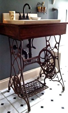 The box built, fallen into the sink, added the faucet. The iron singer sew - Alte Stühle - Bathroom Decor Sewing Machine Tables, Antique Sewing Machines, Sewing Table, Treadle Sewing Machines, Sewing Box, Rustic Bathroom Vanities, Small Bathroom, Bathroom Sinks, Bathroom Ideas