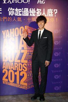 Kim Hyun Joong picks up four awards at the 'Yahoo! Asia Buzz Awards 2012′