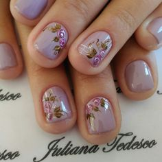 Pin de natália em art nails ногти, маникюр e дизайн ногтей Short Nail Manicure, Short Nails, Manicure And Pedicure, Nail Art Diy, Diy Nails, Linda Nails, Flower Nails, Spring Nails, Hair And Nails