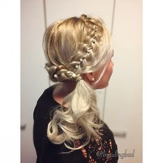 "145 tykkäystä, 4 kommenttia - Heli (@braidingbad) Instagramissa: ""#dutchbraid s, #pearls and #curls, the makings of a corgeous #hairstyle ✨💍✨ . . #braidinghair…"""