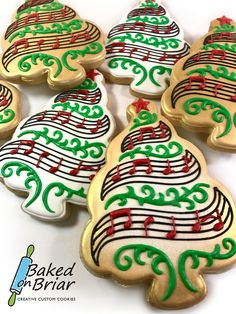 Christmas tree sugar cookies with music. Christmas Tree Cookies, Christmas Cookie Exchange, Iced Cookies, Christmas Sweets, Noel Christmas, Holiday Cookies, Cupcake Cookies, Christmas Baking, Cupcakes
