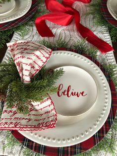 Sharing several Christmas/holiday table setting ideas in this post. Simple Christmas table settings Christmas table scape ideas holiday entertaining Holiday table festive table decor Decorating our table for Christmas Christmas dinner table ideas Christmas Table Settings, Christmas Tablescapes, Christmas Table Decorations, Holiday Tables, Decoration Table, Holiday Decor, Christmas Candles, Christmas Dining Table, Seasonal Decor