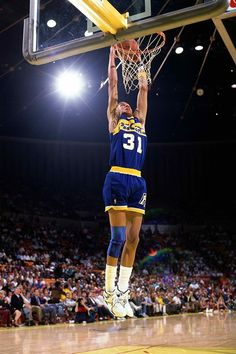 Reggie Miller #31 of the Indiana Pacers goes up for a slam dunk during the game against the Los Angeles Lakers at the Great Western Forum in 1989 in Los Angeles, California