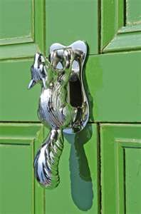 squirrel door knocker... every AGD house should have one of these!!!