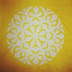 Stay on the sunny side of life. Have a happy weekend:) #appliqué #bedcover  #artisanlove #happyweekend by okhai_org