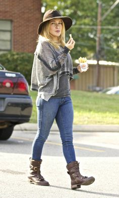 Hayden Panettiere Rocks The Wild West Look In A Fedora And Slouch Boots, 2013