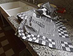 Keuken Huis Sonneveld. Theedoek naar ontwerp van Richard Hutten. Styling door San Ming. Foto:  Johannes Schwartz. Uitvoering theedoek: @TextielMuseum | TextielLab