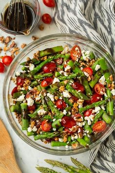 Asparagus, Tomato and Feta Salad with Balsamic Vinaigrette - Cooking Classy Asparagus Salad, Feta Salad, Asparagus Recipe, Spring Salad, Summer Salads, Quick Healthy Lunch, Healthy Eating, Healthy Lunches, Bbq Chicken Salad
