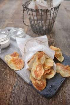 Print Potato Chips with Sour Cream and Onion Dip Author:The Blue Jean Chef, Meredith Laurence Serves:2 to 4  Recipe from, Air Fry Everything! by Meredith Laurence Ingredients 2 large potatoes (Yukon Gold or Idaho) vegetable or olive oil in a spray bottle sea salt and freshly ground black pepper Sour Cream and Onion Dip: …