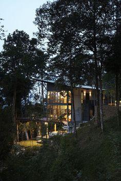 The Deck House,© Kenneth Lim #casasdecampoendesnivel