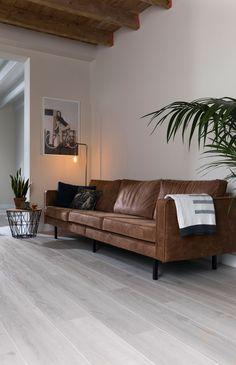 Douwes Dekker Laminaat Dikte: 8 mm | Gebruiksklasse: 23/32 | Slijtweerstand: AC4 | R-waarde: 0,048 m2 K/W | Legsysteem: Safe-Lock | V-groef: 2V | Pakinhoud: 2,186 m2 | Plankformaat: 128,5 x 24,3 cm | Oppervlaktestructuur: embossed | Extra Breed | Collectie Sympathiek Decorating Your Home, Modern Design, Design Inspiration, House Design, Couch, Flooring, Living Room, Cool Stuff, The Originals