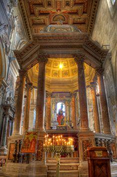 Rome italy/Santa Maria Aracoeli Church   Santa Maria in Aracoeli - interni - HDR Photo   HDR Creme