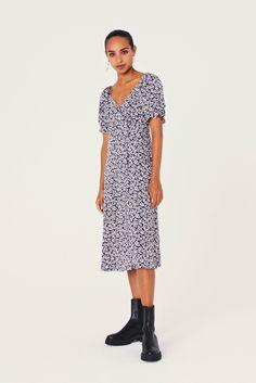 Feminine Dress, Feminine Style, Short Cocktail Dress, Easy Wear, Summer Dresses, Mini Dresses, Wrap Dress, Backless, Floral Prints