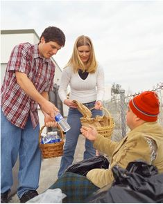 Young man and woman, through a random act of kindness, give food and water to homeless man on the street. Sabbath Activities, Youth Group Activities, Homeless Man, Helping The Homeless, Save My Marriage, Marriage Advice, Failing Marriage, Helping Others, Helping People