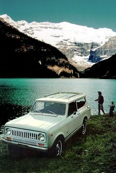 rainydaysandblankets:  theroamer:  1973 Scout II.  yeah, i could deal with this life.