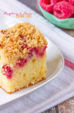 My incredibly soft and flavourful Raspberry and Lemon Crumb Cake is just perfect for an afternoon coffee break. A sweet lemon sponge, with fresh raspberries sprinkled over and a crunchy, golden topping. Easy, Summery and definitely a new favourite! Cake Aux Fruits, Cake Recipes, Dessert Recipes, Brunch Recipes, Lemon Sponge, Quick Easy Healthy Meals, Healthy Recipes, Coffee Cake, Vanilla Cake