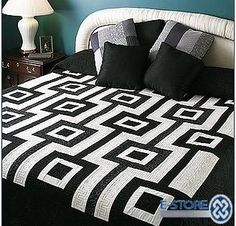 China Patchwork Quilt in Black and White Design Find details about China Patchwork Quilt, Bedcover from Patchwork Quilt in Black and White Design - Pujiang Honsun Home Textile Co. Colchas Quilting, Quilting Projects, Quilting Designs, Quilting Board, Black And White Quilts, Black Quilt, Black White, Gray Yellow, Couture Main
