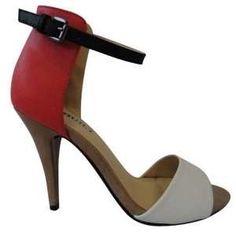 Envie d'être élégante et glamour pour vos soirées ou sorties chics, accompagnez votre tenue de ces escarpins à craquer proposés par Ventegros à prix imbattable. Escarpins en cuir simili, à talon aiguille et bout ouvert, brides polychromes pour faciliter l'assortiment à vos vêtements. Une fermeture par bride et boucle sur la cheville et dos du pied couvert. Ils sont disponibles en couleur : blanc, taupe, noir, bleu et rouge