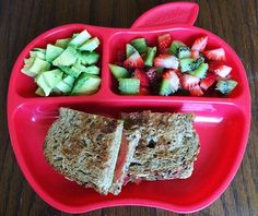A tomato avocado sandwich on @daveskillerbread with strawberries, kiwis and extra avo 💕  #vegan #poordeprivedvegans #toddlermealideas #whatmy1yearoldeats #14monthsold #plantbasedlifestyle #vegankids #whatveganseat #veganfood #veganfoodshare #vegankids #kidsmealideas #veganlunch #vegandinner #veganmeal #kidslunch #funfood #kidsdinner #yummy #cleaneating #healthykids #veganfamily #lunch #healthy #avocado #daveskillerbread #strawberrykiwi