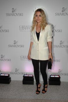 olsen style fashion  white blazer black pants