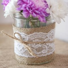 This is what I think I am going to do for my main centerpieces! Mason jar wrapped in burlap with wildflowers. Then I plan on having small mason jars wrapped in lace with candles. UN CENTRO FACIL PARA HACER Wedding Blog, Diy Wedding, Rustic Wedding, Wedding Flowers, Dream Wedding, Wedding Ideas, Wedding Table, Wedding Photos, Burlap Lace