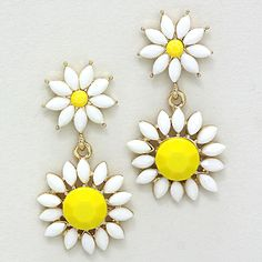 Oh Daisy! Earrings on Emma Stine Limited. cute for summer Fashion Jewelry Necklaces, Jewelry Box, Jewelery, Jewelry Accessories, Fashion Accessories, Sweet Style, My Style, Mellow Yellow, Diamond Are A Girls Best Friend