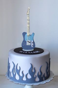 Guitar Cake--change the bottom to piano key design. Boys 18th Birthday Cake, Guitar Birthday Cakes, Guitar Cake, Music Themed Cakes, Music Cakes, Fondant Cakes, Cupcake Cakes, Bolo Musical, Piano Cakes