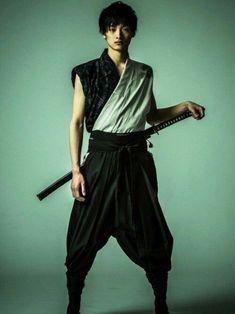 samurai ronin jovem Action Pose Reference, Human Poses Reference, Pose Reference Photo, Action Poses, Samurai Clothing, Ronin Samurai, Sketch Poses, Japanese Costume, La Mode Masculine