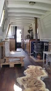 Houseboat Interiors Ideas - The Urban Interior Living On A Boat, Tiny Living, Canal Boat Interior, Narrowboat Interiors, Houseboat Living, Houseboat Decor, Pontoon Houseboat, Houseboat Ideas, Dutch Barge