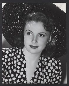 Joan Leslie in gorgeous 40s fashion; dress  and hat.