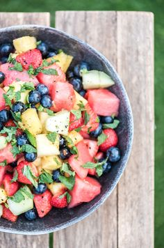 fruit salad for the BBQ Bbq Desserts, Grilled Desserts, Burger Bar, Bbg, Cobb Cooker, Bbq Salads, Whole Food Recipes, Healthy Recipes, Bbq Party