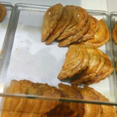 Empanadillas: delicious food you can find in a bakery in Valencia (Spain) http://insidevalencia.com/2015/02/16/traditional-valencian-bakery-just-delicious/ #valencia  #spanishfood #bakery #spanishbakery #empanadilla #cocotet