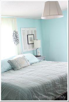 cottage style bedroom blue