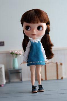 https://www.etsy.com/fr/listing/265335084/apron-dress-set-for-blythe-blue?ref=shop_home_active_1
