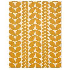 Karin ist ein großer Kunststoffteppich im Format 150 x 200cm, der von Brita Sweden designt wurde. Dieser orange/weiß gemusterte Kunststoffteppich enthält weder Schwermetalle noch giftige Weichmacher, und ist damit ein in Schweden hergestellter, wohngesunder Teppich.