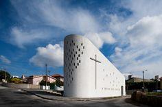 Santa Ana's Chapel / e 348 arquitectura Capela de Santa Ana in Santa Maria da Feira, Portugal, Architekt: e 348 Arquitectura, Foto: Fernando Guerr