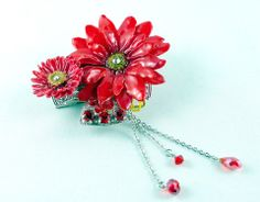 Red Aster & Daisy Pendant Sarah Blue real flower jewellery collections Flower Necklace, Flower Brooch, Beauty Creations, Aster, Real Flowers, Flower Petals, Timeless Beauty, Mother Nature, Jewelry Collection