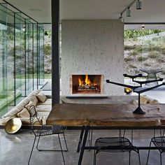 Island Retreat, Auckland, Nova Zelândia. Projeto do escritório Fearon Hay Architects. #interiores #arquiteturaeinteriores #arte #artes #arts #art #artlover #design #interiordesign #architecturelover #instagood #instacool #instadaily #furnituredesign #design #projetocompartilhar #davidguerra #arquiteturadavidguerra #shareproject #dinigroom #diningroomdesign #fearonhayarchitects #newzeland