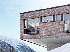 Als Schneekönigin bevorzugt sie die ruhige Bergwelt und eine Unterkunft, wo man vom Hotelzimmer quasi direkt auf die Piste hinaustreten kann. Das Gradonna****s Mountain Resort in Österreich ist die perfekte Destination für anspruchsvolle Wintersport-Liebhaber.