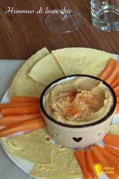 verticale_Hummus di lenticchie ricetta facile crema di lenticchie per crostini e pinzimonio il chicco di mais ✫♦๏☘‿SA Oct ༺✿༻☼๏♥๏写☆☀✨ ✤ ❀‿❀ ✫❁`💖~⊱ 🌹🌸🌹⊰✿⊱♛ ✧✿✧♡~♥⛩ ⚘☮️❋ Veggie Recipes, Vegetarian Recipes, Cooking Recipes, Vegetarian Cooking, Falafel, Tzatziki, My Favorite Food, Favorite Recipes, Dip