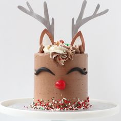 20 Festive Christmas Cakes - Find Your Cake Inspiration Christmas Cake Designs, Christmas Cake Decorations, Holiday Cakes, Christmas Desserts, Christmas Treats, Christmas Cakes, Xmas Cakes, Cow Cakes, Cupcake Cakes