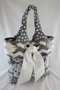 Ce sac surdimensionné est le portage parfait tous pour tous vos besoins. Le sac est renforcé avec stabilisation de molleton pour la longévité avec