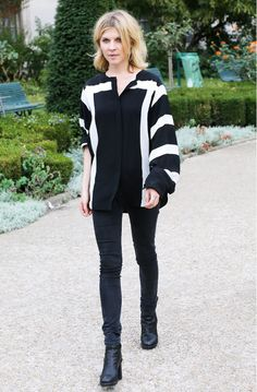You can never go wrong in black and white. // #StreetStyle
