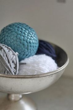 Looking for some decorative styrofoam balls ideas for our center piece bowl... hmmm.. this is nice!