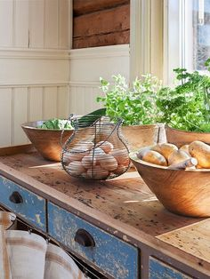 Country Kitchen Design Ideas: Some kitchens are made to be admired at a distance; country kitchens are made to be used. See the entire range of country kitchen style in this photo gallery Fresh Farmhouse, Farmhouse Chic, Country Farmhouse, Country Decor, Country Living, French Country, Country Charm, Country Blue, Country Kitchens