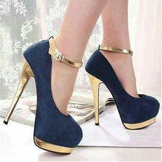 Super High Heels aus PU mit Fesselriemchen in Schwarz Fancy Shoes, Pretty Shoes, Crazy Shoes, Beautiful Shoes, Cute Shoes, Me Too Shoes, Heeled Boots, Shoe Boots, Shoes Heels
