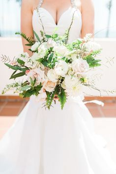Rose, dahlia and greenery wedding bouquet | Photography: Treebird