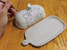 In the Potter's Kitchen: Easy and Elegant Butter Dish – Ceramic Arts Network In the Potter's Kitchen: Einfache und elegante Butterdose – Ceramic Arts Network Slab Pottery, Pottery Houses, Ceramic Pottery, Pottery Art, Pottery Studio, Pottery Bowls, Pottery Ideas, Ceramic Butter Dish, Pottery Lessons
