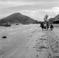 Tolo Photo by Nikolaos Tombazis Greece Pictures, Summer Photos, Paros, Old Photos, The Past, Greek, Mountains, Black And White, Beach