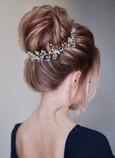 55 Simple Wedding Hairstyles That Prove Less Is More hairdressing styles for wedding bridal hair cut traditional wedding hairstyles for long hair design hairstyle wedding hair up for weddings styles bridesmaid hair up ideas hairdo for wedding reception Long Hair Wedding Styles, Wedding Hairstyles For Long Hair, Hairstyle Wedding, Prom Hairstyles, Hairstyle Ideas, Trendy Wedding, Indian Hairstyles, Bridal Hairdo, Easy Hairstyles